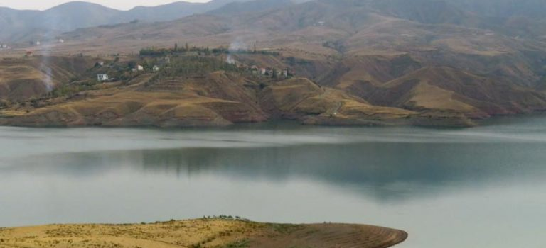 """""""دریاچه ی زیبای سد طالقان و طبیعت بکر منطقه"""""""