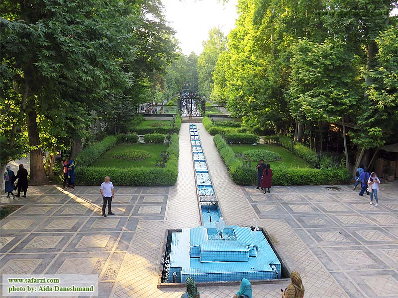 نمای باغ فردوس از ایوان عمارت رشک