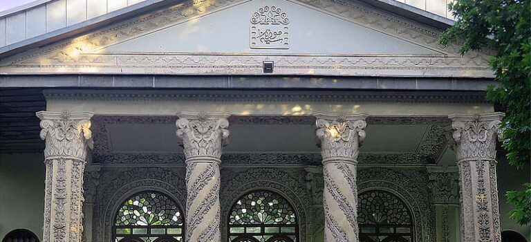 باغ فردوس و موزه سینما، یادگاری قجری در خیابان ولیعصرتهران